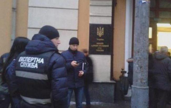 """Фото: в Киеве """"заминировали"""" здание Высшего административного суда"""