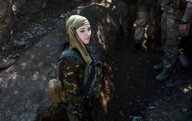 Фото: Жінка в АТО (newsweek.com)
