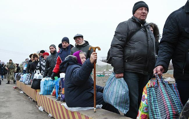 КПВВ на Донбассе за сутки пересекли 28,6 тыс. человек