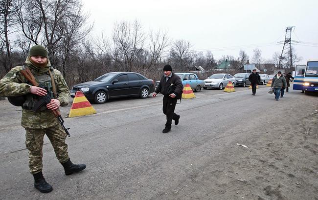 Фото: КПВВ на Донбасі (УНІАН)