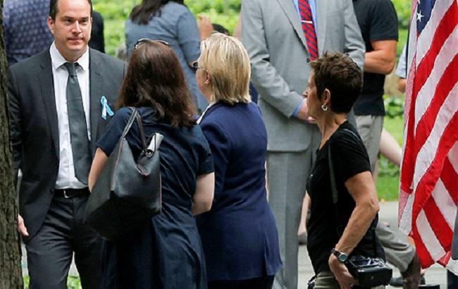 Фото: Хиллари Клинтон покидает траурную церемонию
