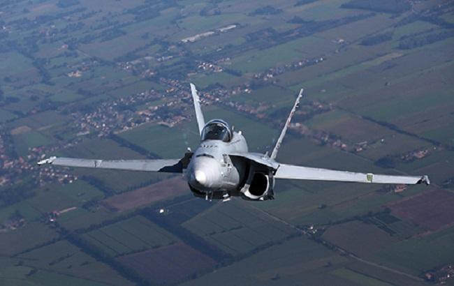Фото: винищувач F-18 ВПС Швейцарії
