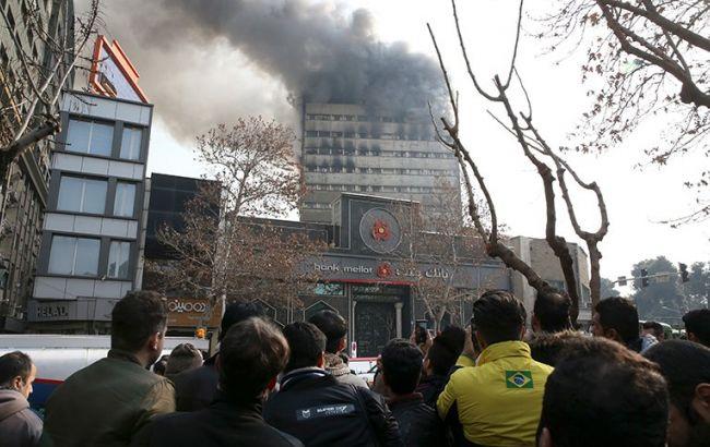 ВТегеране обвалился 17-этажный торговый центр