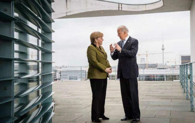 Байден и Меркель потребовали от РФ прекратить наращивать войска у границы Украины