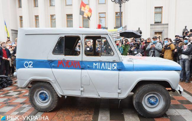Попытка самоподжога и усиление охраны Рады: как проходит митинг против Авакова