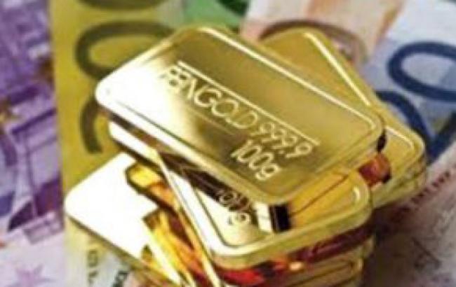 Фото: золото подешевело на 0,04%