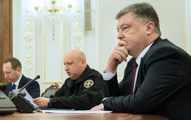 Петр Порошенко инициировал запрет СНБО на перемещение товаров и грузов из ОРДЛО; фото УНИАН