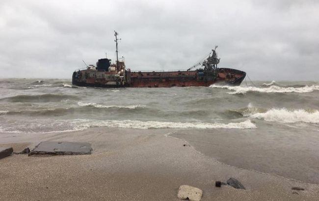 В Одессе снизился уровень загрязнения воды в эпицентре аварии танкера