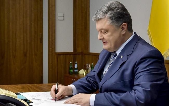 Фото: Петр Порошенко утвердил годовую программу сотрудничества с НАТО
