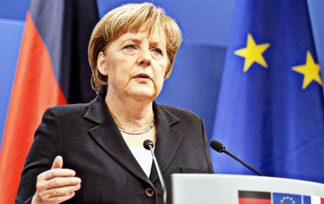 Меркель призвала как можно быстрее расследовать подрыв авто ОБСЕ на Донбассе