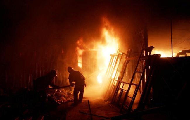 У Санкт-Петербурзі загорівся ангар з хімікатами