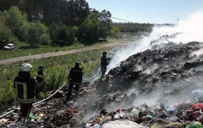 Фото: пожежа на звалищі (ГУ ДСНС в Київській області / УНІАН)