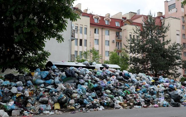 Фото: сміття в Україні перетворився на справжню проблему (УНІАН)