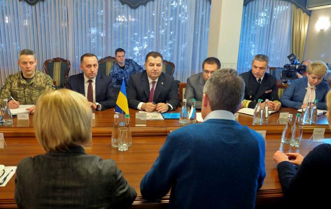 Полторак: РФ значно підвищила угрупування своїх військ в Азовському морі