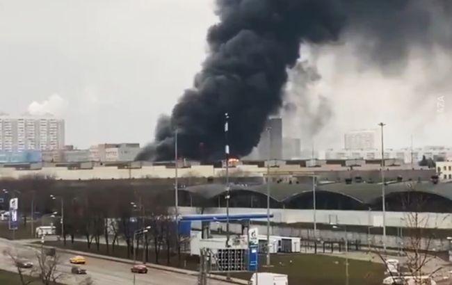 У Москві горить склад з газовими балонами, чути вибухи