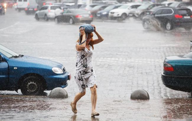Синоптики попереджають про сильні зливи, град та шквали в Україні 6 серпня