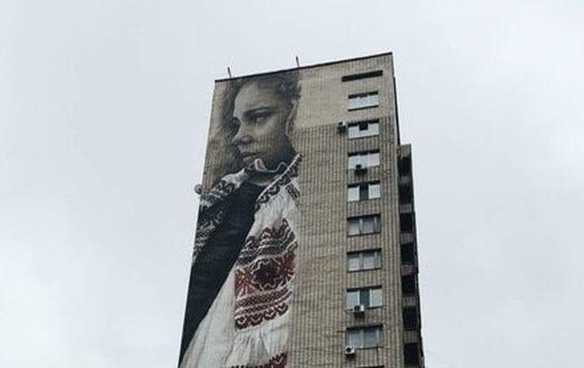 Фото: На бульваре Леси Украинки появился новый мурал