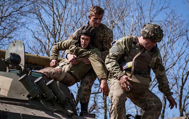 День вАТО: отобстрелов боевиков умер военный ВСУ, очередной ранен