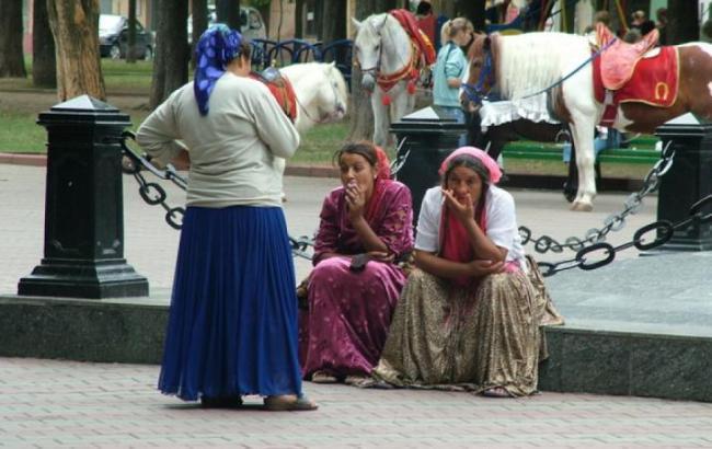 Фото: Цигани на вулиці (nlo-mir.ru)
