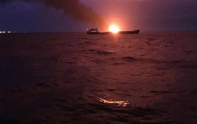 В районі Керченської протоки горять два судна