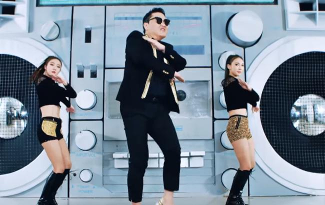 """Автор легендарного хіта """"Gangnam Style"""" випустив одразу два нових кліпи"""