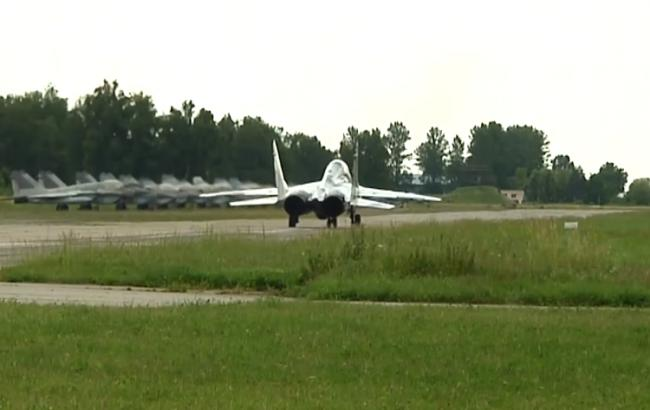 Курсантів посадили за штурвали бойових літаків (скріншот youtube.com/24 Канал)