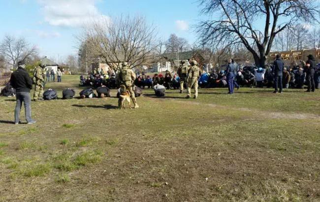 "Фото: организаторов ""Центра реабилитации"" арестовали"