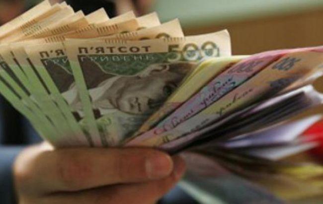 Середня зарплата в Україні становить 260$