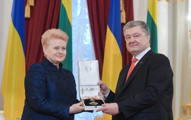Грибаускайте вручила Порошенко высшую госнаграду Литвы
