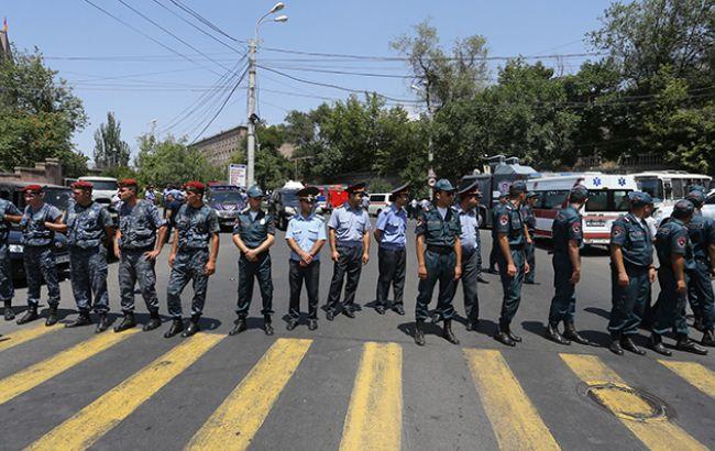 Фото: захват здания полиции в Ереване