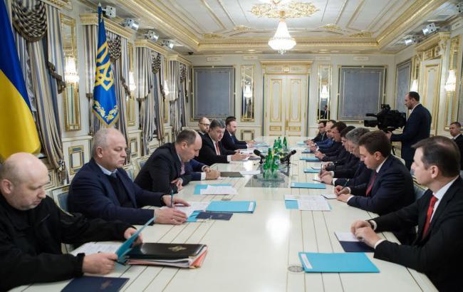 Фото: совещание Порошенко с главами парламентских фракций