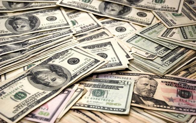 Фото: Курс долара на міжбанку зріс