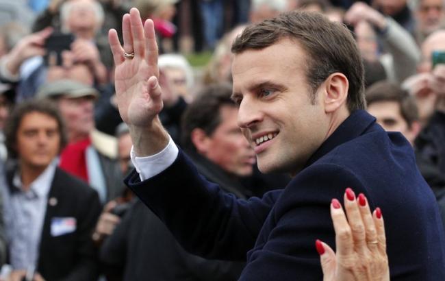 ЛеПен иМакрон вышли во 2-ой тур президентских выборов