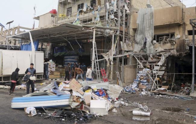 Фото: место взрыва автомобиля в Багдаде