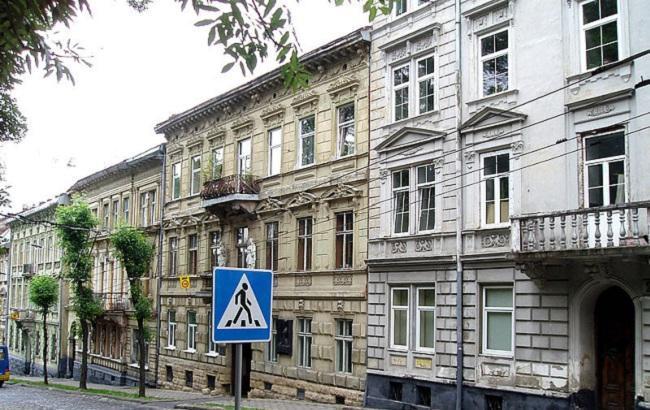 У Львові вандали знищили меморіальну дошку відомому письменнику