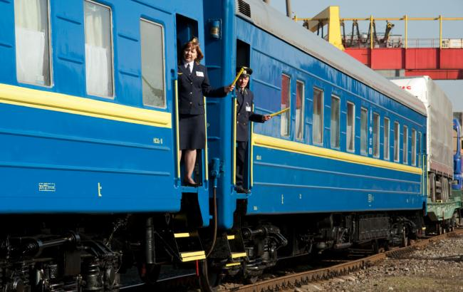 """""""Укрзалізниця"""" призначила 7 додаткових поїздів на великодні та травневі свята"""