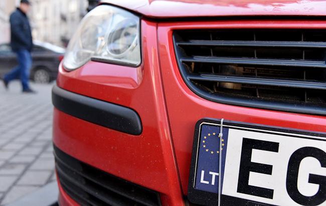 Фото: Авто з литовськими номерами (Віталій Носач, РБК-Україна)