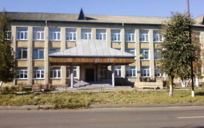 Обычная Украина: Под Ивано-Франковском ученик порезал учительницу
