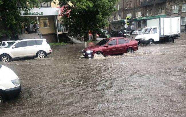 Затопило вулиці та будинки: Харків та Херсон накрила потужна злива