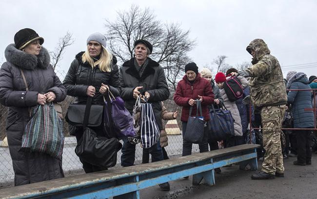 КПВВ на Донбассе за сутки пересекли почти 34 тыс. человек