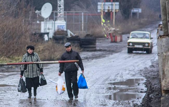 Фото: пункт пропуска на Донбассе (УНИАН)