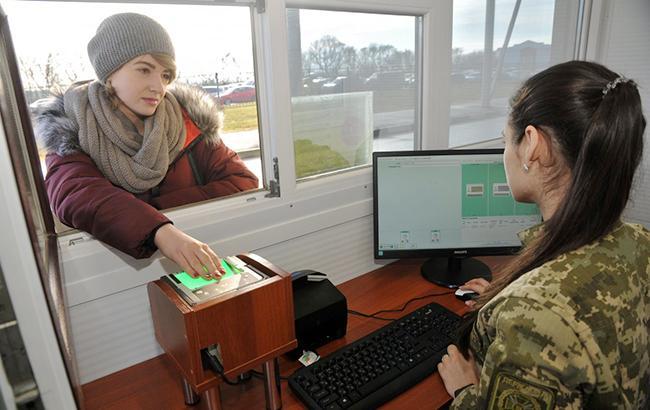 Украинские таможенники перешли насистему биометрического контроля