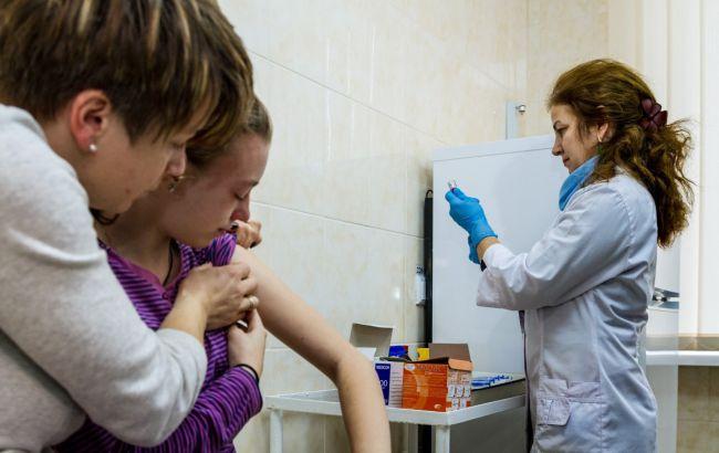За добу в Україні першою дозою вакцинували майже 50 тисяч людей