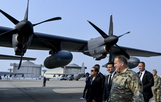 Зеленский посетил авиабазу Национальной гвардии Калифорнии