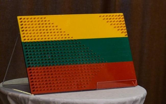 Украинские бойцы сделали необычный подарок Президенту Литвы