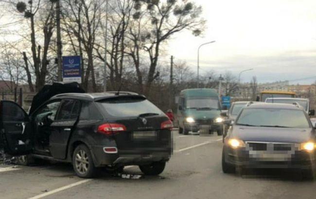 Под Киевом произошло лобовое столкновение двух автомобилей, есть пострадавшие