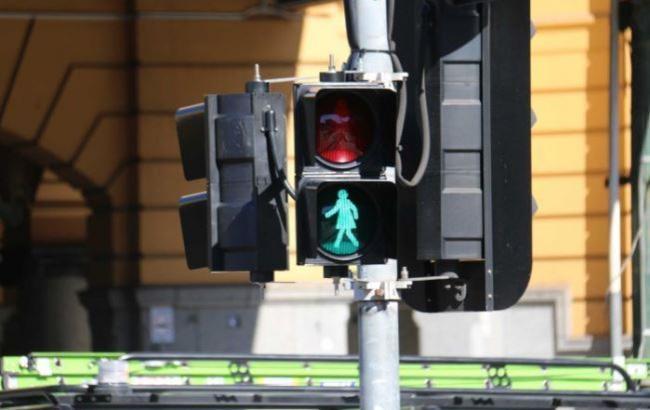 """Фото: """"Жіночий"""" світлофор"""