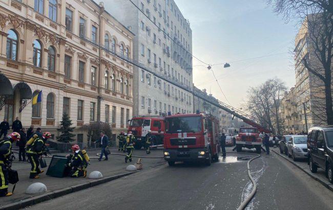 В Киеве горит здание Минкульта, проводится массовая эвакуация
