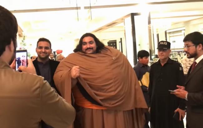 430-кілограмовий пакистанець мріє ще більше поправитися