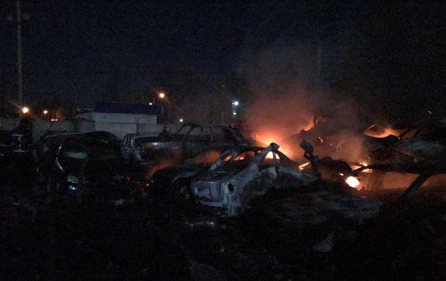 На штрафплощадке в Одессе сгорели десятки автомобилей